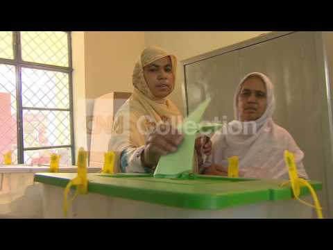 PAKISTAN: WOMEN VOTING IN ELECTION