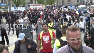 Poland: Police surround hundreds of anti-lockdown protesters in central Warsaw
