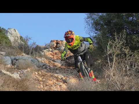 נילס עם ה-Commencal Meta 4.2 New Zealand