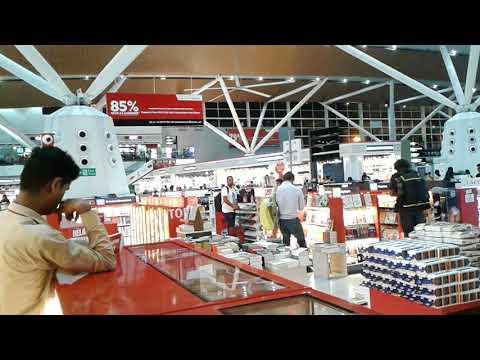 Indira Gandhi International Airport - Waiting & Shopping Area
