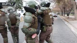 Chilean police in brutal clashes with students opposed to bill allowing colleges to expel rioters