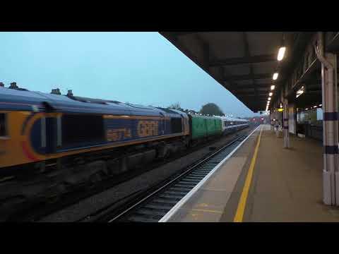 (HD) GBRF 66774 hauls Southeastern 465918 out of Tonbridge working 5X47 - 11/11/17