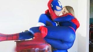 SPIDERMAN vs CAPTAIN AMERICA Battle - Superheros IRL (SPIDERGIRL)