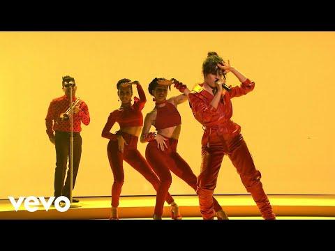 Camila Cabello - Havana (Live on The Tonight Show Starring Jimmy Fallon)