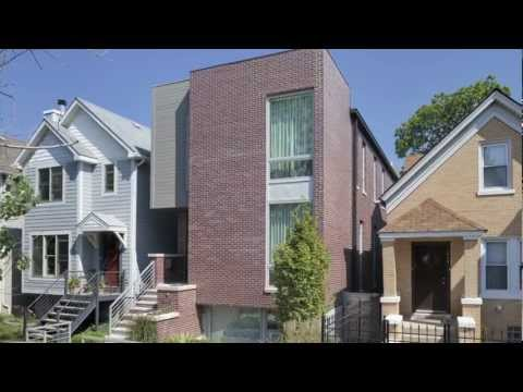 New inner-city Chicago house build to maximize space on a typical 25ft x 125ft lot