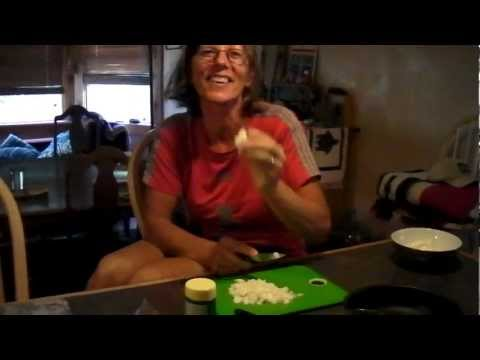 Annalies chopping garlic cloves..4 of them!  Hannes cutting up Jalapeno peppers!