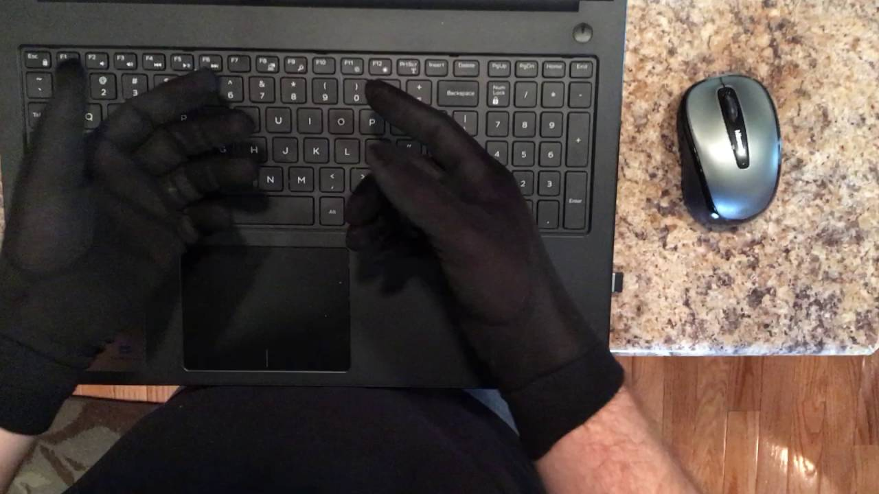 The Writer's Glove - Keep Your Entire Hand Warm While Typing at the Keyboard
