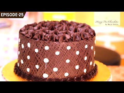 Learn how to make a quick and easy polka dot collar and place it around any cake