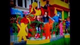 "Sesame Street - ""Smarter, Stronger, Kinder"" (Macy"