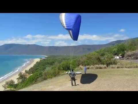 Paraglider Great Barrier Reef - Captain Cook Highway