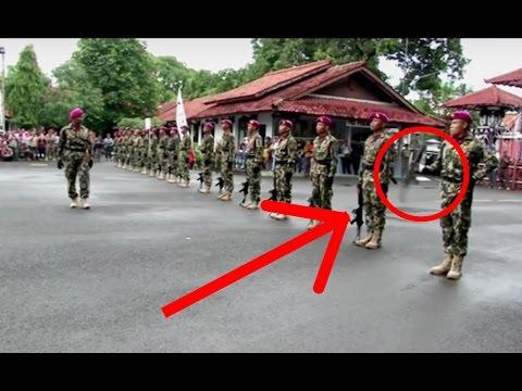 HANYA SATU JARI ! Marinir mampu putarkan senjata SS1 seberat 3,5kg.