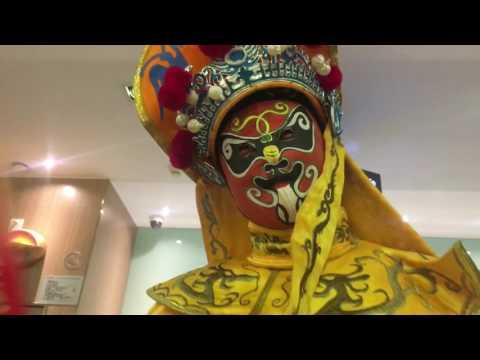 Biàn Liǎn (face changer) Mask Performer - Beijing Opera