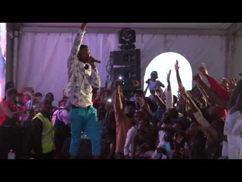 Jose Chameleone perfoming live in kenya. How he ordered the security men out of stage.