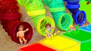 Apprenez les couleurs avec du slime et des Playmobil toboggans aquatiques - Jouets pour enfants