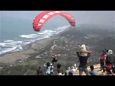 Paralayang dan Gantole di Jogja Air Show 2016