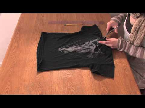 How to Cut the Neck of a T-Shirt so It Fits : DIY Shirt Designs