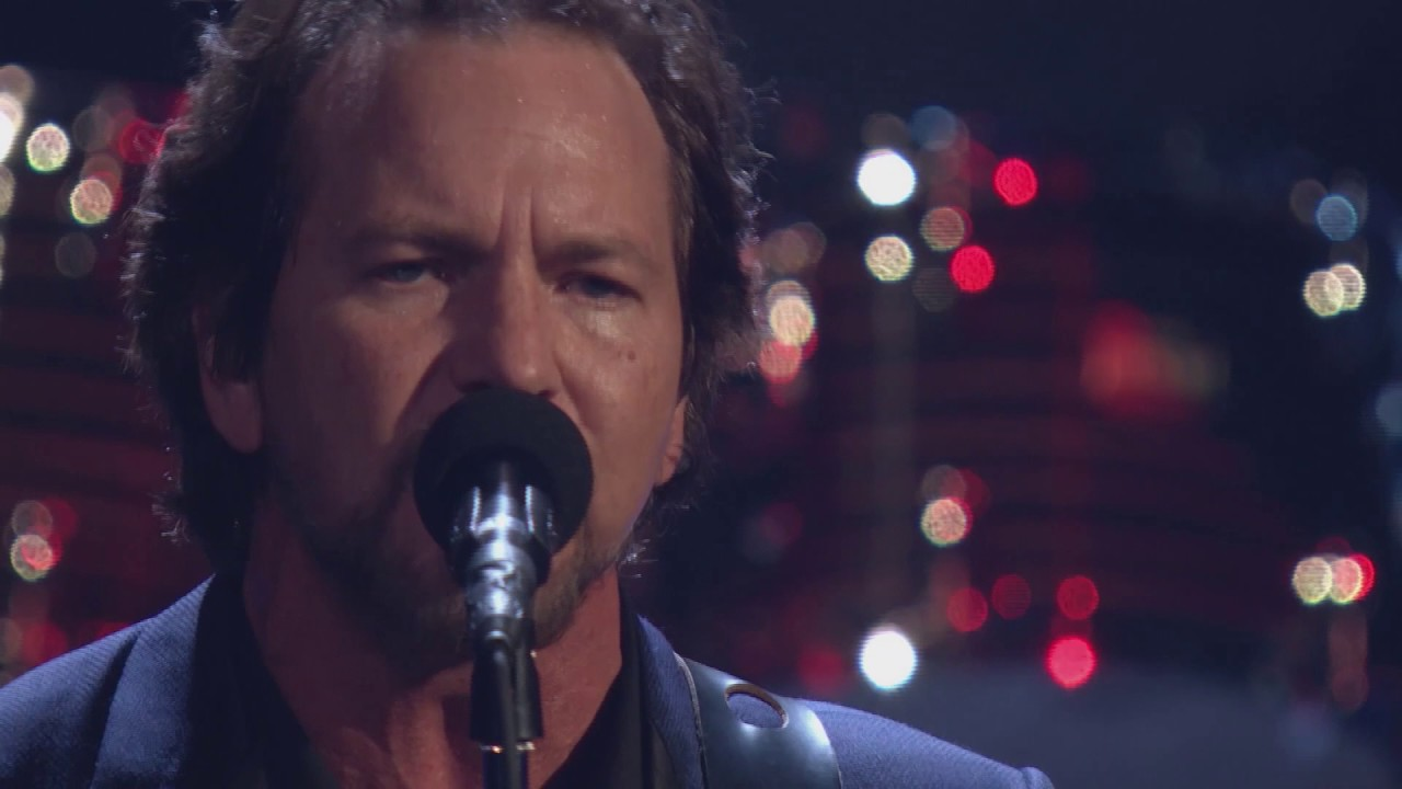 """2017 Rock Hall Inductees Pearl Jam Perform """"Better Man"""""""