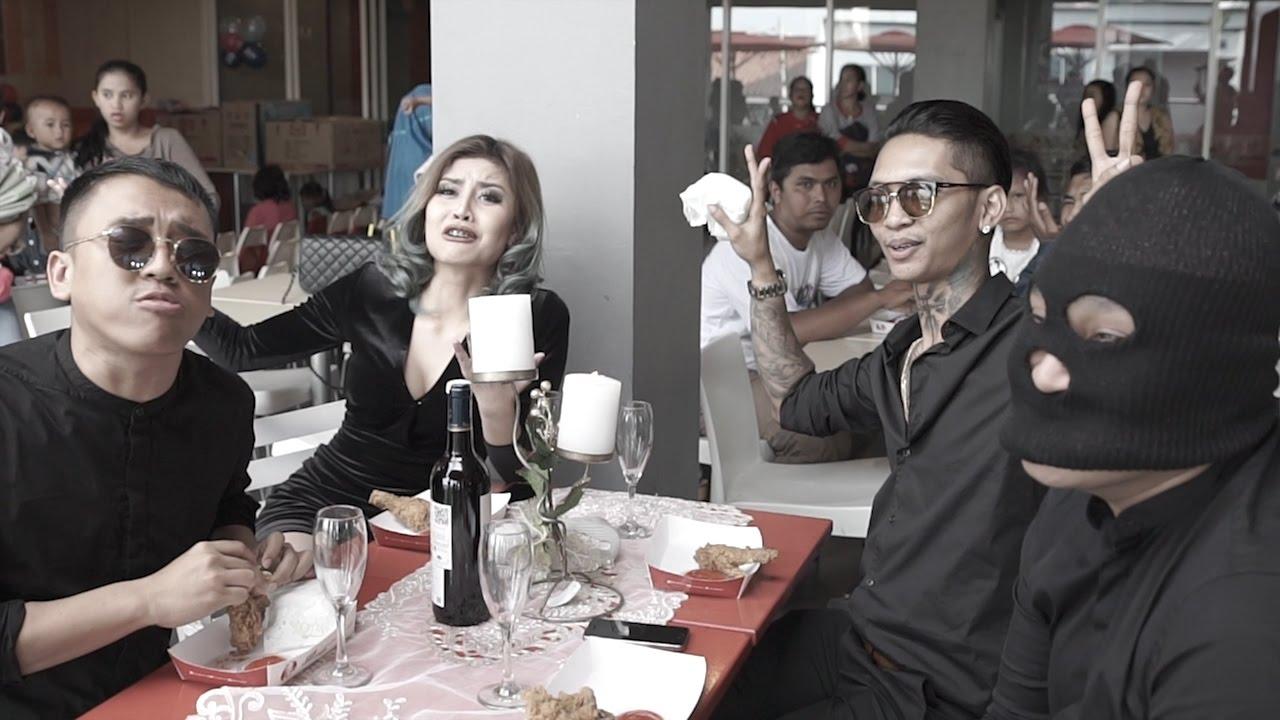 Download MAKAN BANG - YOUNG LEX FT. AWKARIN, MASGIB & OKA MAHENDRA (Official Music Video) MP3 Gratis