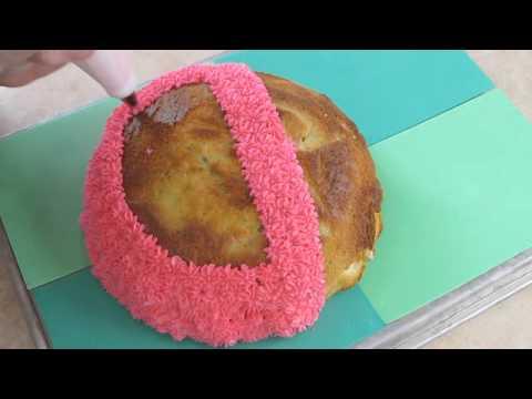 Ladybug Cake by The Pink Apron Blog