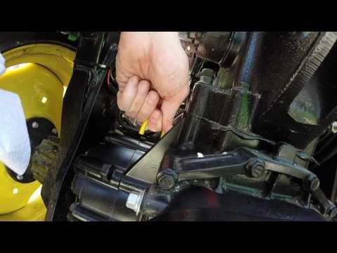 John Deere Tractor 3038e - Checking Hydraulic Fluid