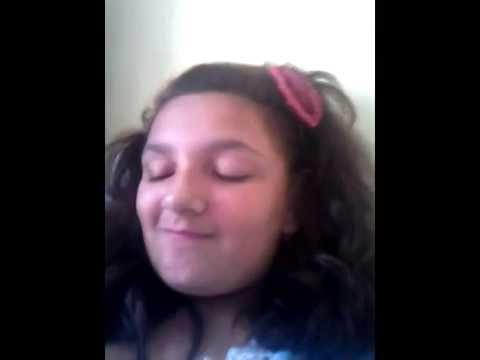 Un copil distrus incearca sa cante Cum se face - Alina Eremia