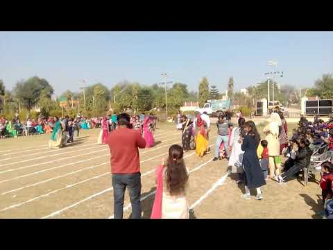 Balloon Race for parents. (Sports Day 2017-18)