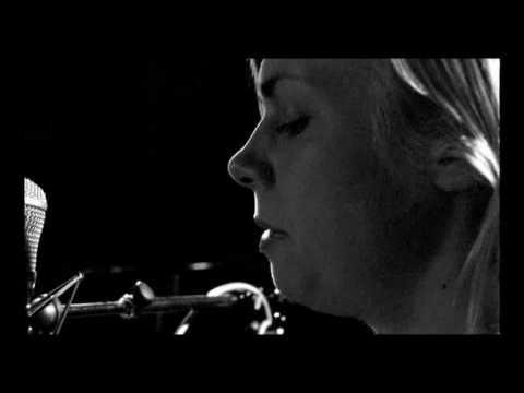 Anna Ternheim - My heart still beats for you (acoustic)