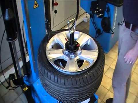 G1150 30 Dunlop 245 40 R18 RFT Tyre