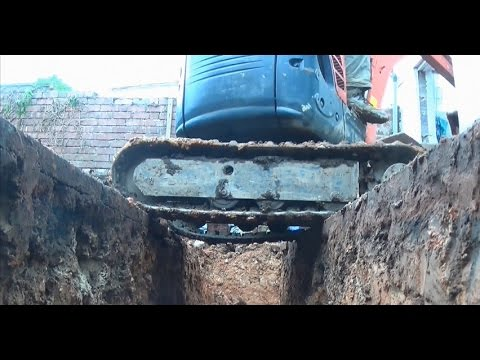 Digging a Foundation Using a Kubota U-10 Mini Digger in a Confined Area