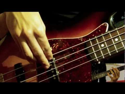 Bass Lick using Octaves [Tabs and Slow motion]