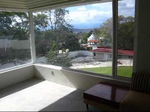 1 1/2 acre lot with three homes for sale in Ixtapan de la Sal