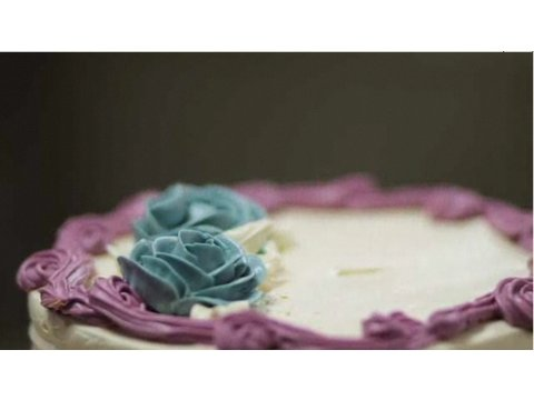 How to Make Buttercream Roses | Cake Decorations