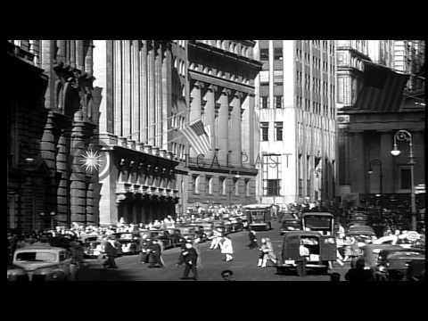 Landmarks on busy Manhattan New York streets HD Stock Footage