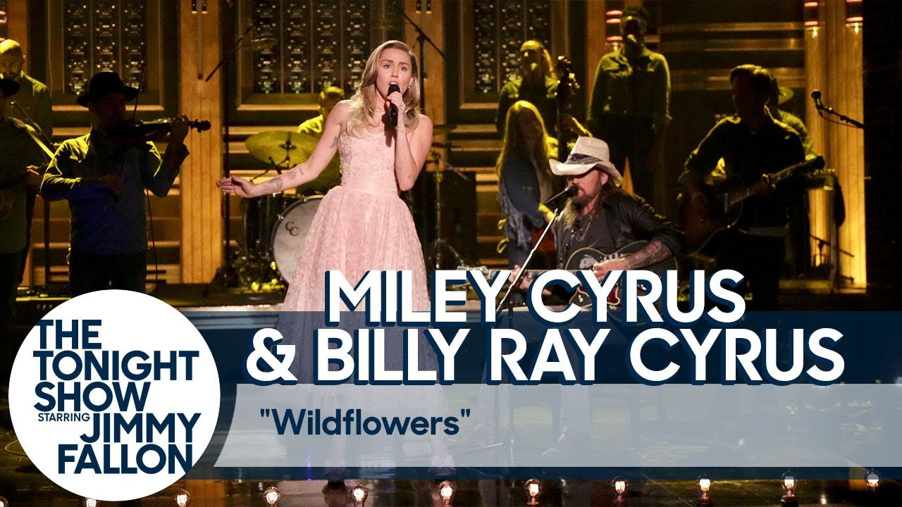 """Miley Cyrus and Billy Ray Cyrus Pay Tribute to Tom Petty with """"Wildflowers"""" Cover"""