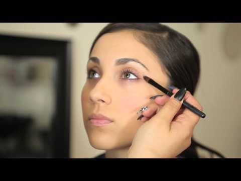 How to Get Rid of Eye Shadow on the Lower Lip : Makeup Know-How