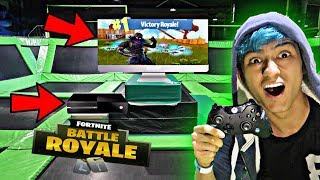 PLAYING FORTNITE IN A TRAMPOLINE PARK! OMG!! *FORTNITE BATTLE ROYALE IN TRAMPOLINE PARK*