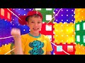Download Katy and Max Build and play with toy blocks MP3,3GP,MP4