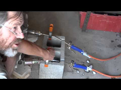 SIMON LEACH POTTERY TV - Testing propane gas pipes for leaks !