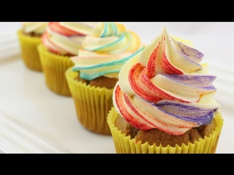 #18 Ombre Cupcakes - How to Make Frosting with a Tinted Edge by 22do