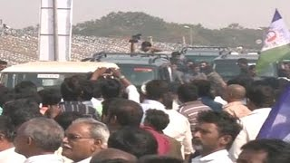 Police Restrictions to YS Jagan Convoy - Watch Exclusive