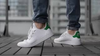 610956b89 Кроссовки Adidas Tennis Hu x Pharrell Williams On Feet