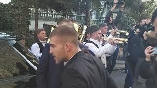 Počinje svadba decenije: Ceca i Anastasija krenule autobusom po snajku, Veljko kitio trubače evrima!