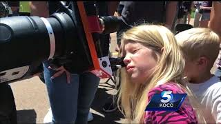 Sisters among hundreds marveling at Great American Eclipse at Science Museum