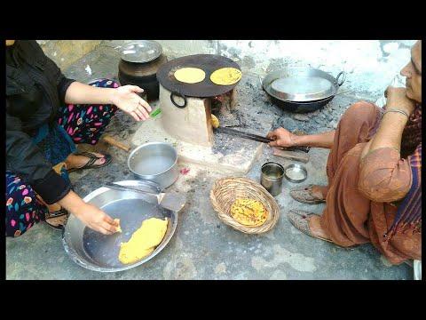 Makki ki roti prepared by my mother in desi  style || cornflour bread