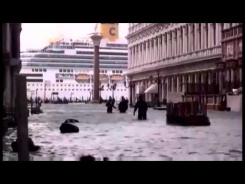 70% OF VENICE, ITALY SLIPS UNDERWATER IN THE WORST FLOODING IN 140 YEARS (NOV 13, 2012)