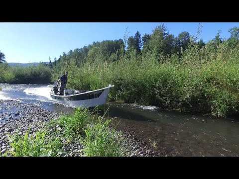 Boat wreck on the Lewis River