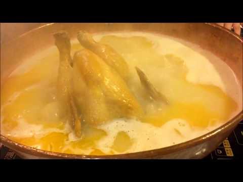 A whole chicken in soup base - Market Hotpot in Hong Kong鮮入圍煮