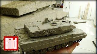 Studenten bauen Panzer aus Ton in Originalgröße