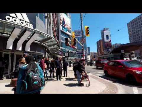 Walking in Toronto Yonge Street Dundas Square and Bay Street