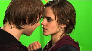 Ron and Hermione BTS Kiss / HP Wizards Collection